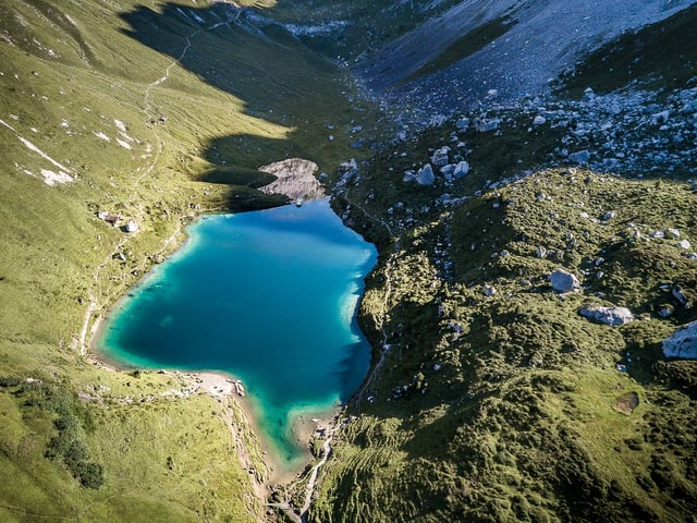 Der Partnunsee liegt auf 1869 Meter über Meer und liegt im Prättigau.