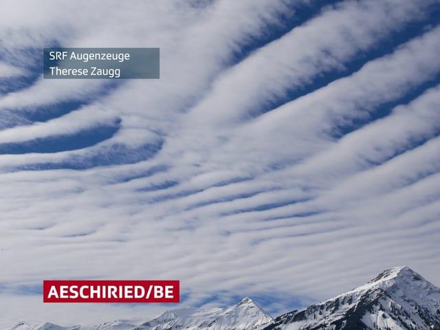 Himmel mit Wolkenbändern, die an ein Zebra erinnern.