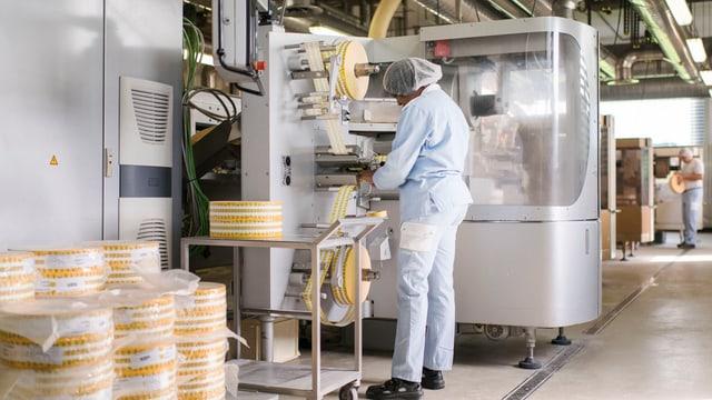 Produktionsanlage mit Arbeiter