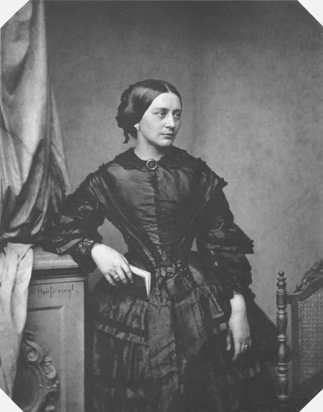 Clara Schumann il 1850 – fotografia da Franz Hanfstaengl
