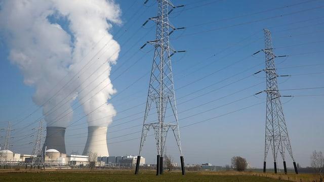 L'implant da reacturs atomars a Doel en la Belgia.