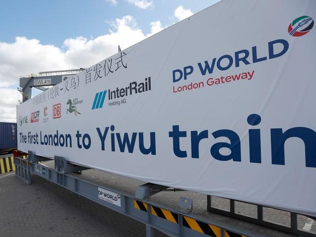 Banner mit Logos von verschiedenen Güterbahnen.