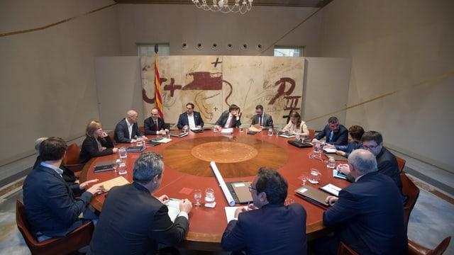 Il cabinet regiunal da la Catalugna durant la sesida da mardi ils 24 d'october.