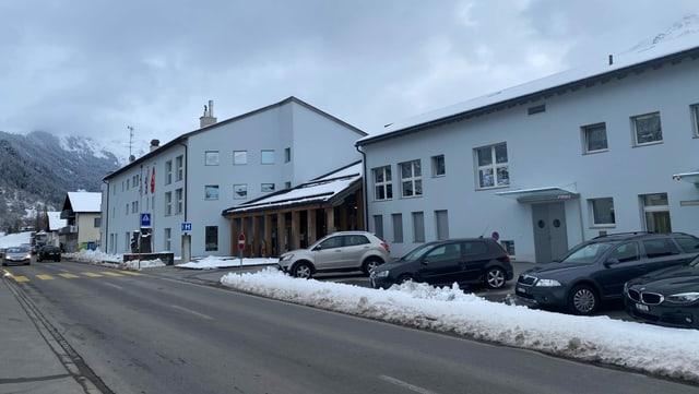 Il Center da Sanadad Savognin SA ha in spital ed ina chasa da vegls e da tgira.