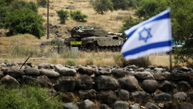 Panzer und die israelische Fahne