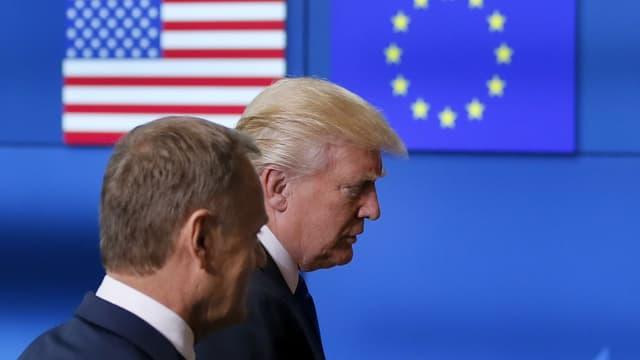 Purtret da Donald Trump e Donald Tusk tar in inscunter.