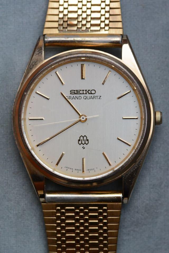 Bild einer klassisch aussehenden, goldenden Seiko Quarz Quarz Uhr.