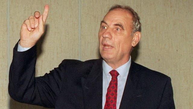 Der selbsternannte «Krebsheiler» Ryke Geerd Hamer im September 1997 im Kölner Amtsgericht.