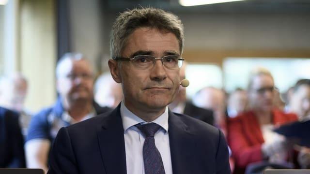 Mario Cavigelli bei einer GV. Er trägt eine Brille.