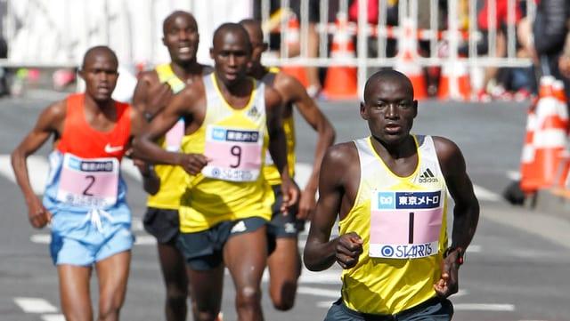Marathon-Weltrekordhalter Dennis Kimetto, gejagt von Konkurrenten.