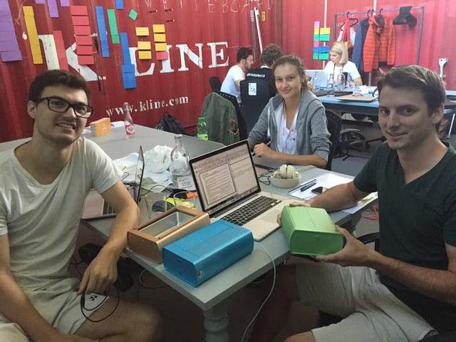 Die Crew hinter der ersten Lunchbox, die mit einem Computer gespiesen wird: Das Schweizer Startup Faitron.