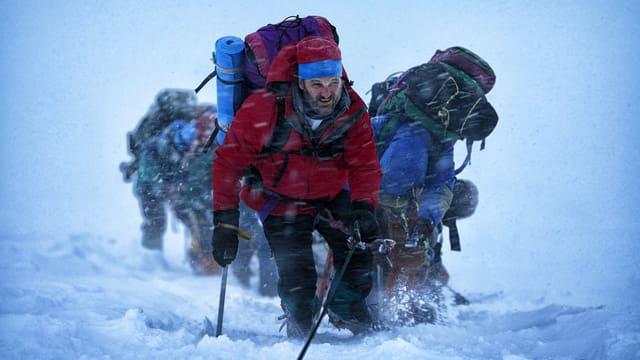 Bergsteiger erklimmen den Mount Everest.