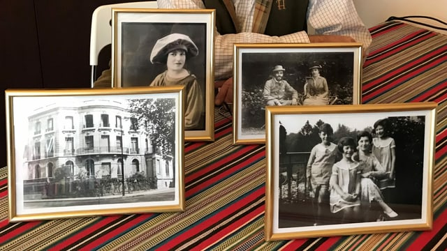 Diego Gradis mit den Bildern, die er zurück bekam.