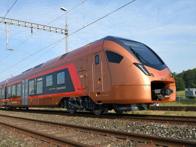Neuer Zug auf den Schienen