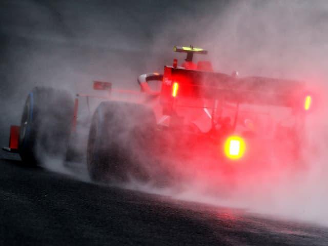 Ferraris Charles Leclerc in Ungarns Regen.
