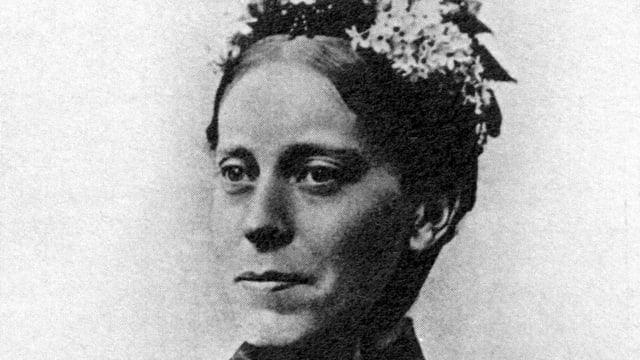 Schwarz-weiss-Porträtfoto von Mary Henrietta Kingsley.