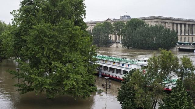 Il flum Seine che va tras Paris.