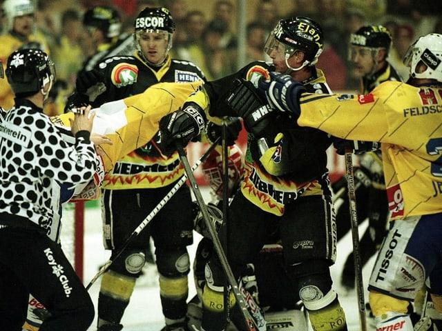 Action-Szene aus einem früheren Eishockeyspiel.