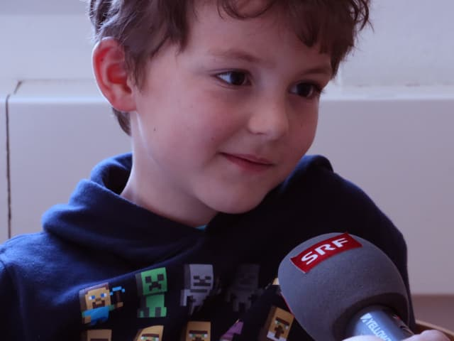 Simon gibt ein Interview