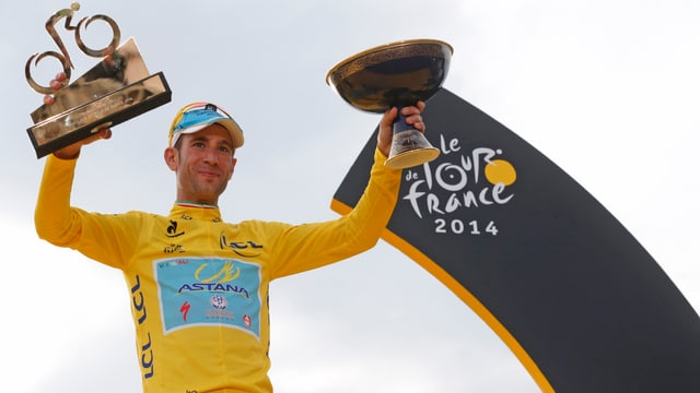 Vincenzo Nibali an der Siegerehrung bei der Tour de France