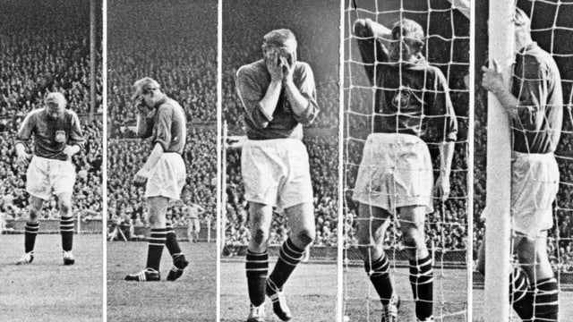 Fünf Bilder von Bert Trautmann, der sich auch dem Fussballfeld ständig am Nacken oder Kopf hält.