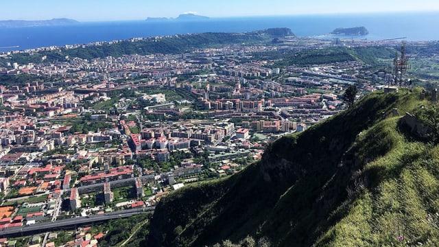 Blick auf die Küstenstadt Pozzuoli.