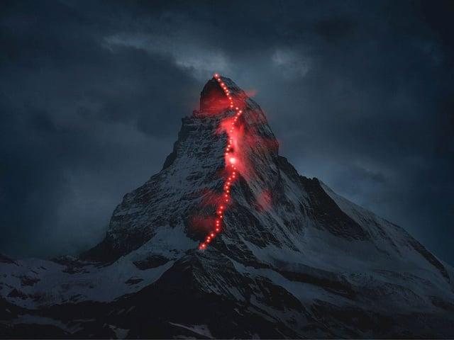Das beleuchtete Matterhorn anlässlich des 150 Jahre Jubiläums der Erstbesteigung.