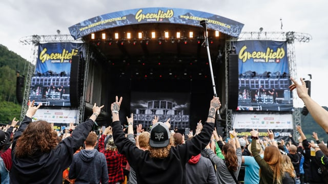 Fans durant in concert al «Greenfield festival» il 2016.