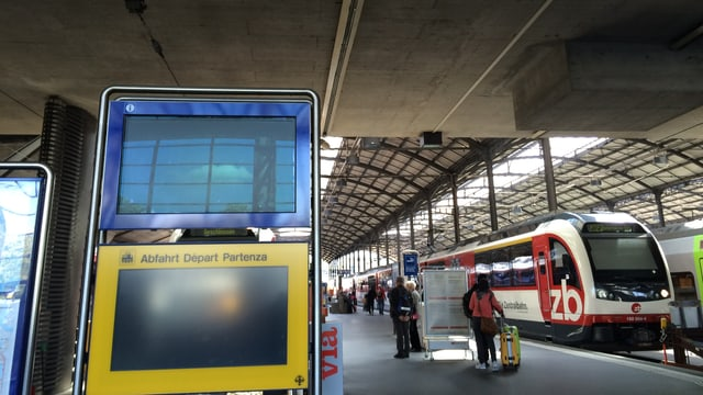 Anzeigetafel beim Bahnhof Luzern.