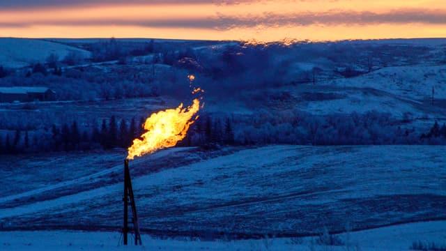 Eine Ölflamme brennt