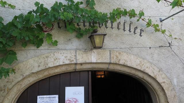 Eingang Weinkeller, Plakat mit Treberwurstessen