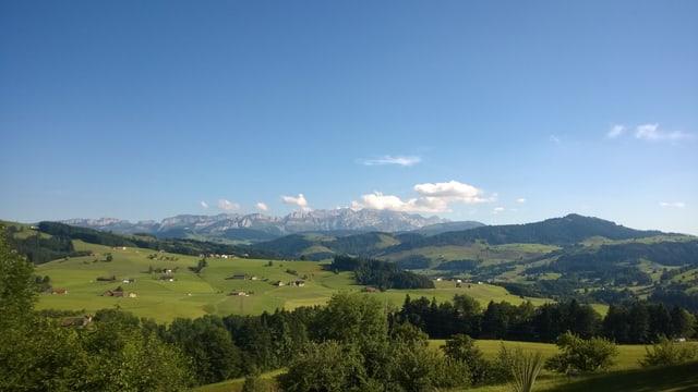 Fast wolkenlos Ostschweiz, nur der Säntis versteckt sich hinter eine Quellwolke.