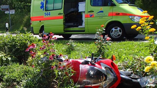 Ein 30-jähriger Mann stürzte mit seinem Motorrad und zog sich dabei schwere Verletzungen zu.
