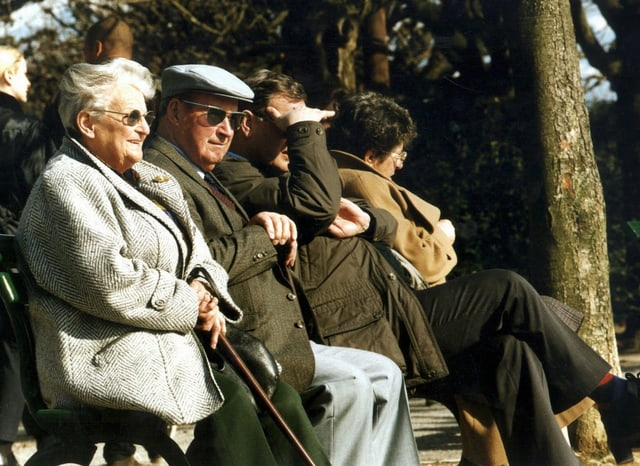 Senioras e seniors che giaudan lur temp liber.