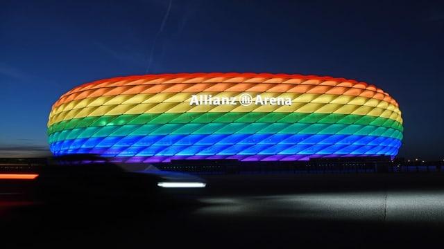 Allianz-Arena in München: Das Stadion hätte in Regenbogenfarben leuchten sollen, der Fussballverband UEFA verbot dies.