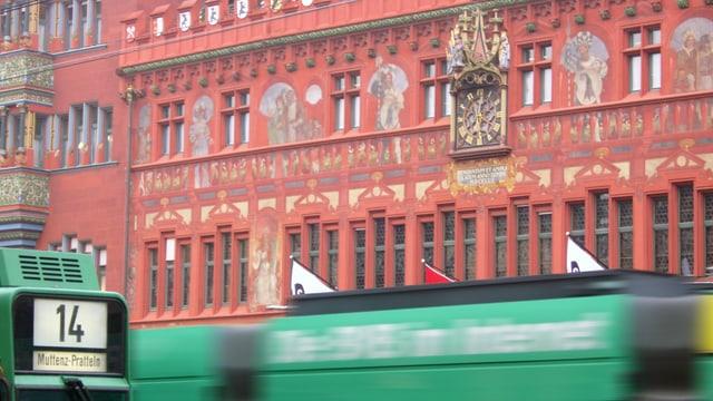Trams vor Rathaus