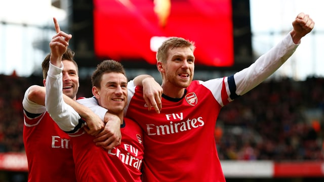 Olivier Giroud, Laurent Koscielny und Per Mertesacker (v.l.) feiern den Sieg der «Gunners».