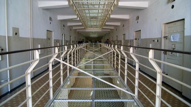 Im Gang des ehemaligen Stasi-Gefängnisses Rostock.