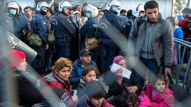 fugitivs al cunfin tranter la Grezia e la Mazedonia