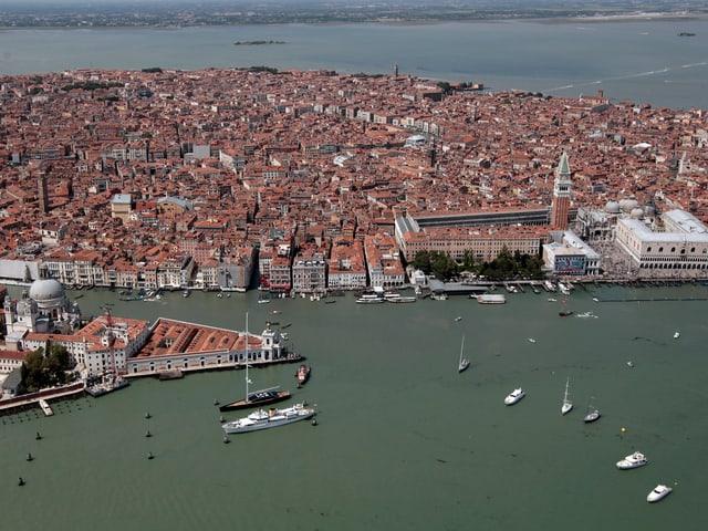 Eine Luftaufnahme von Venedig