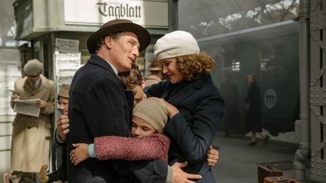 Annas Familie im Bahnhof Zürich.