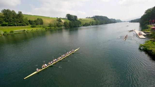 Der Rotsee mit einem Ruderboot.