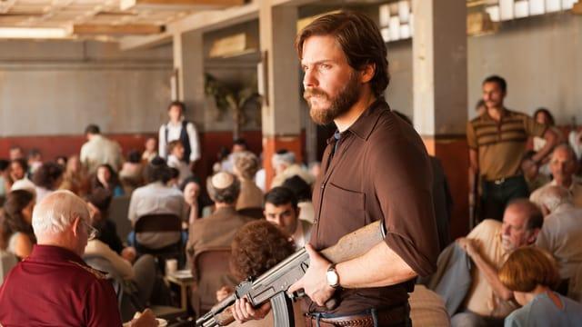 Der 27-jährige Terrorist Wilfried Böse, verkörpert vom 39-jährigen Schauspieler Daniel Brühl.