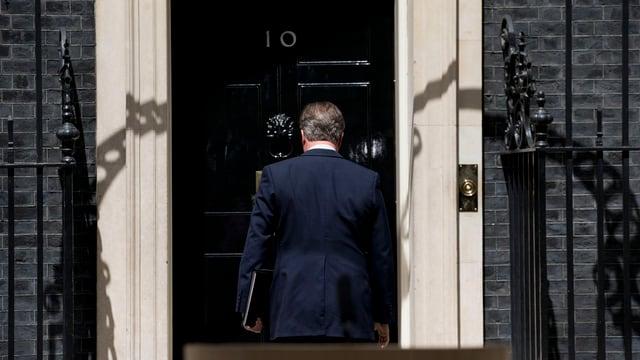 David Cameron ha gist annnuzià da sa retrair sco primminister l'october.