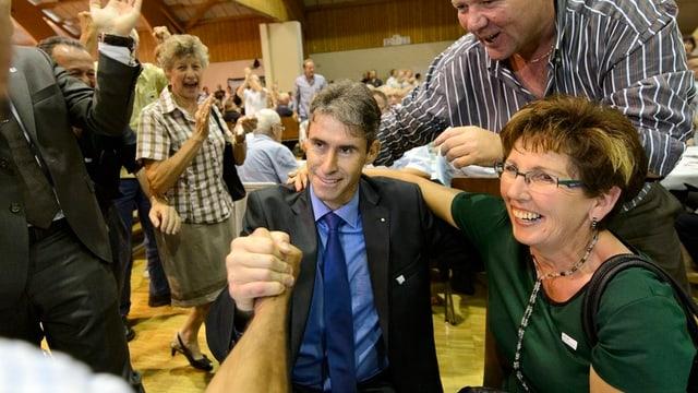 FDP-Mitglieder gratulieren Varone im September 2012 zur Portierung als Kandidat für die Regierungsratswahl 2013.