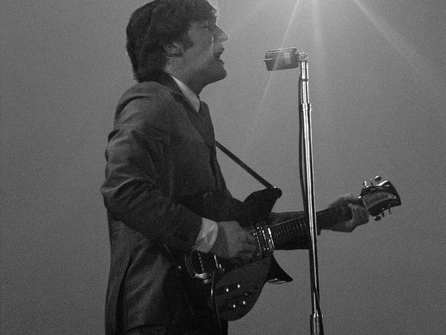 John Lennon bildete zusammen mit Paul McCartney das wohl grösste Songwriter-Duo des 20 Jahrhunderts. Stilistisch kannten sie kaum Grenzen und sie schufen Melodien für die Ewigkeit.
