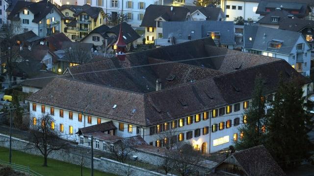 Blick von oben auf das Kapuzinerkloster in Stans.