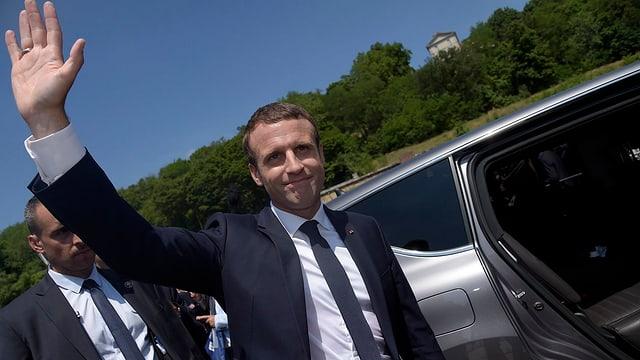 Präsident Macron lässt sich von seinen Anhängern in Le Touquet feiern.