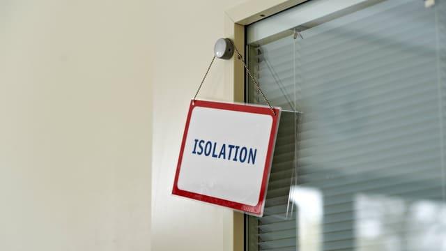 Schild an Türe «Isolation».