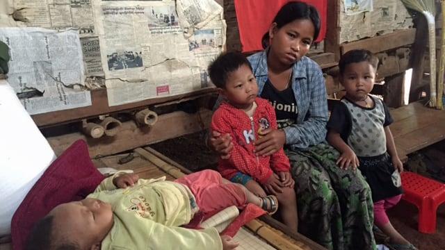 Diese 23-jährige Frau aus dem Shan Staat ist Mutter von drei Kindern und Witwe seit Soldaten ihren Mann und sechs andere Männer im Juni verschleppt und umgebracht haben.
